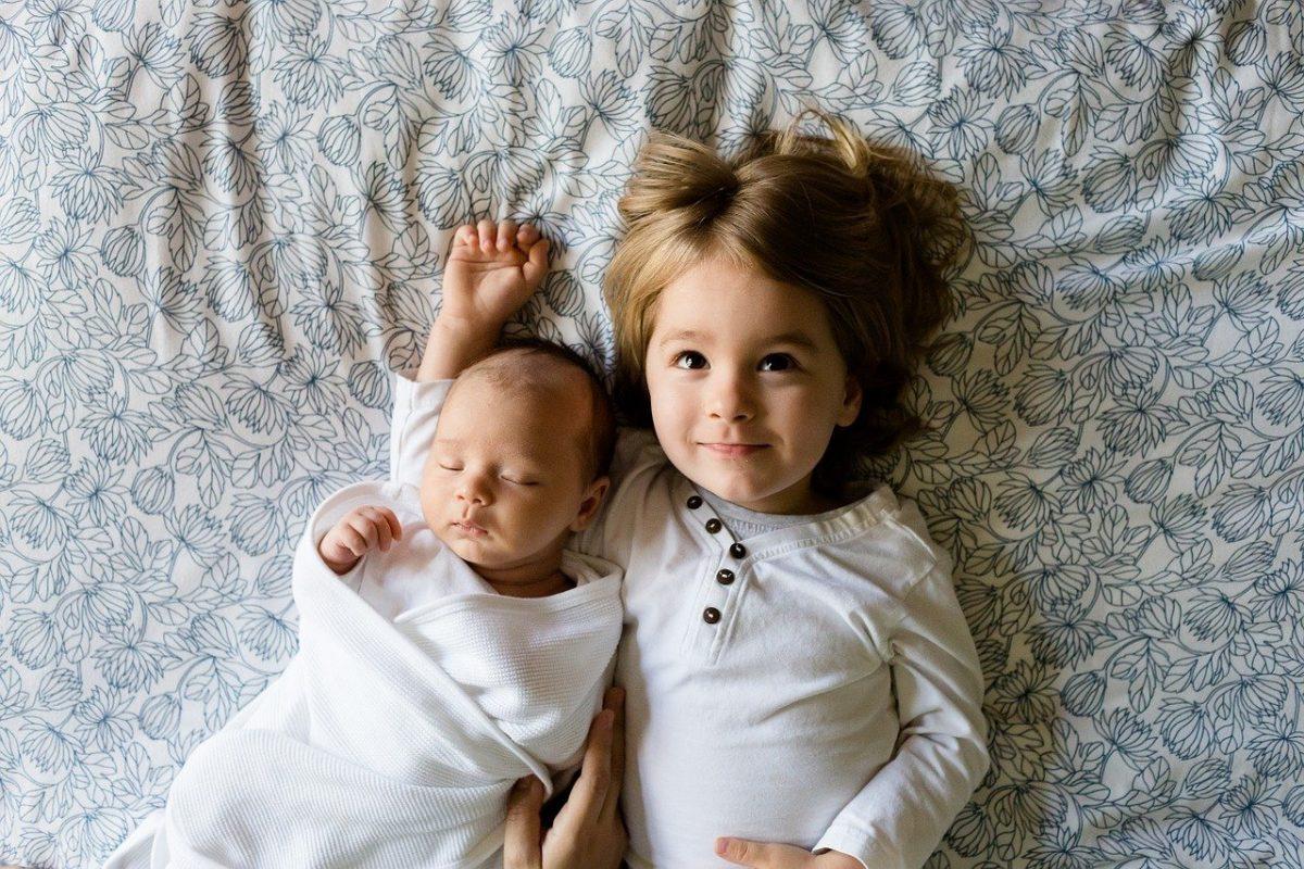 bebe-avec-sa-soeur